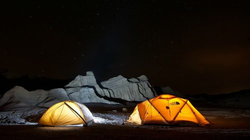 Namiot górski, a turystyczny – jak wybrać odpowiedni?