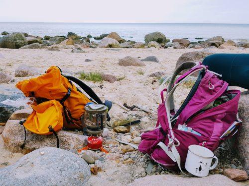 Podstawowe wyposażenie wędrowca: śpiwór, akcesoria kuchenne i pozostałe