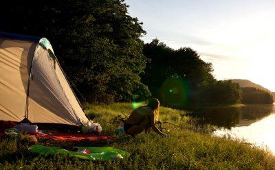 Rekreacyjny camping – co ze sobą zabrać?